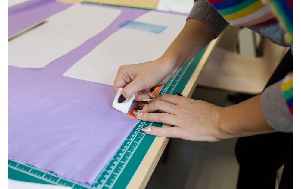 Шьем юбку: вытачки, обработка срезов и низа