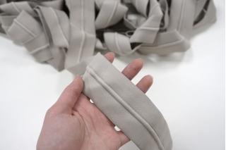Резинка со шнуром 5 см светлая бежевато-серая PRT 01062041