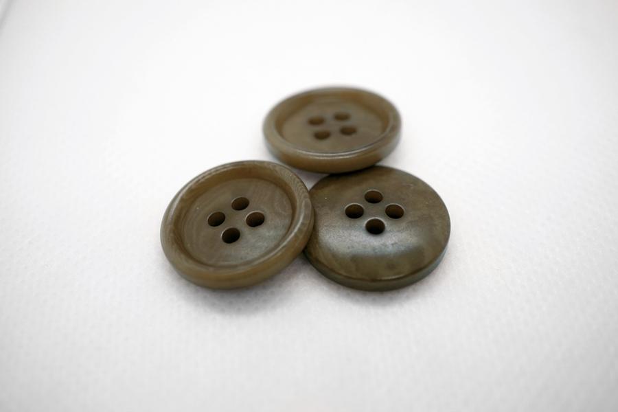 Пуговица пластик зеленовато-коричневая 20 мм PRT 04032004