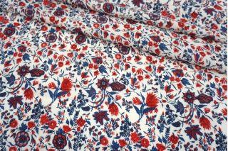 Креповая вискоза ягодно-синие цветы на молочном фоне MII-H30 04082135