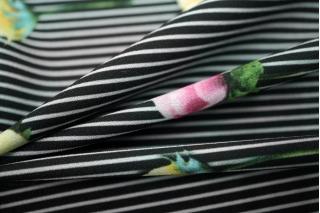 Креп-стрейч цветы на полоске UAE-E2 15011805