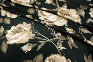 Искусственный шелк розы на черном UAE-H5 18121723