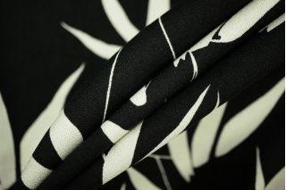 Креп вискозный листья на черном PRT 115-H3 09061902