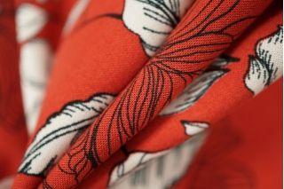 Штапель цветы на красном LEO-A6 18021909