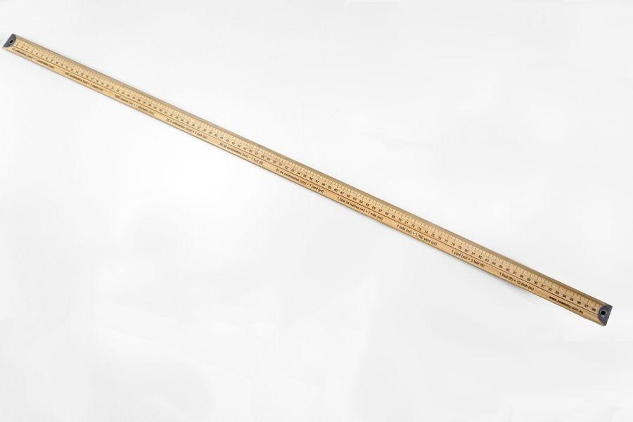 Метр деревянный бытовой с градацией в сантиметрах и дюймах 24121905