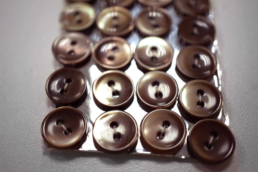 Пуговица перламутр коричневая 11 мм 28121922