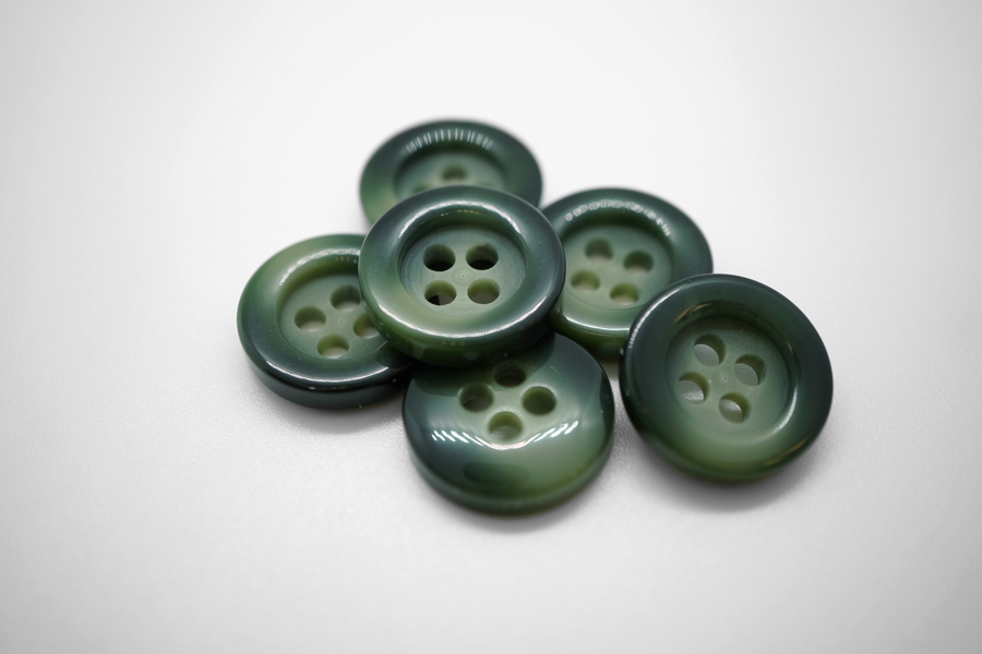 Пуговица пластик черно-зеленый 17 мм PRT 4025