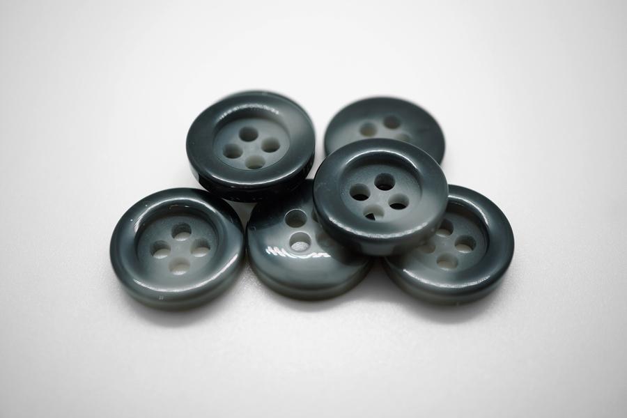 Пуговица пластик черно-серый 17 мм PRT 4027