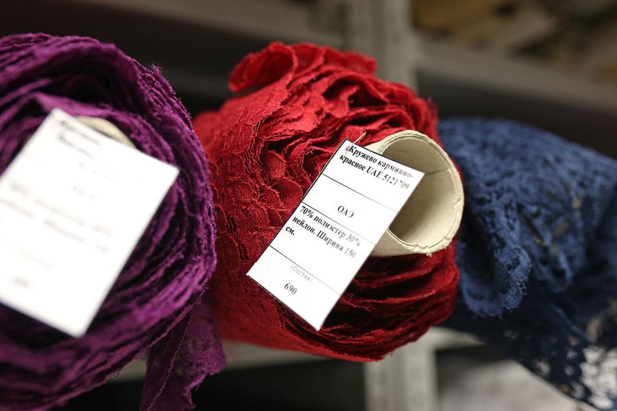 Разноцветные кружевные ткани