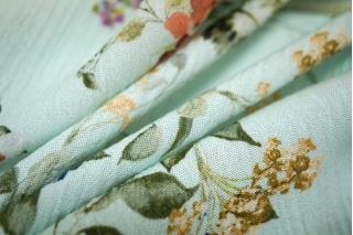 Плательная вискоза цветы на голубом PRT 1031755